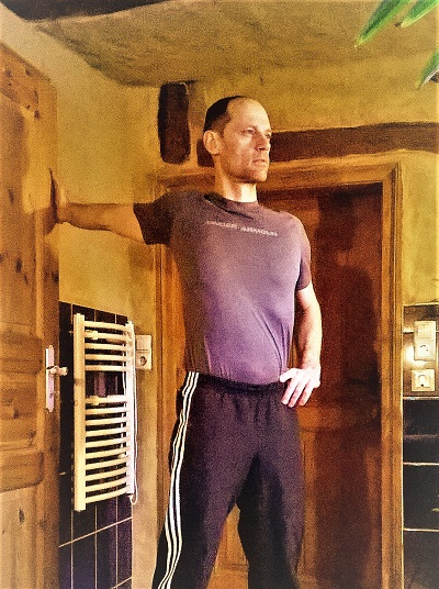 Rundrücken Übung Dehnung des Brustmuskels