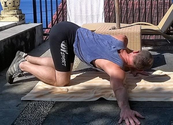 Körperhaltung verbessern durch Brustmuskel dehnen