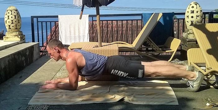 Haltung und Körperspannung verbessern mit Plank-Übung