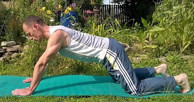 Hexenschuss-Übungen, Becken senken